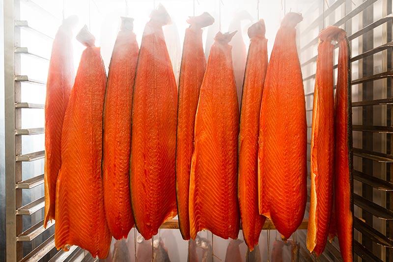 Salmone impiccato in forno